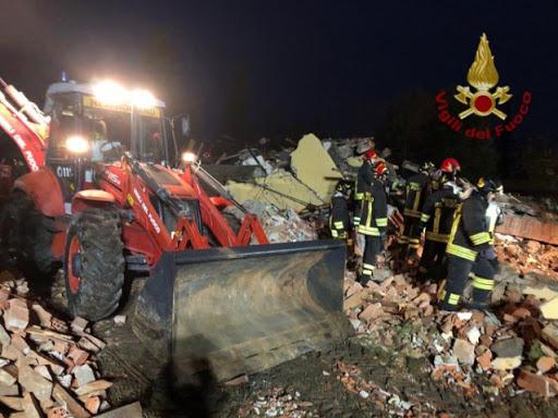 Esplosione di Quargnento: per qualcuno i pompieri dovevano assistere all'incendio senza entrare