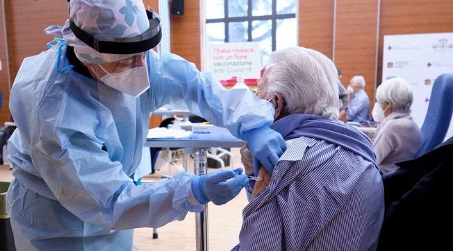 Da Cgil, Cisl, Uil Alessandria: vaccinazione degli over 80