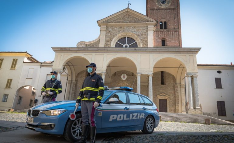 Urta due Suv e scappa ma Polstrada e Carabinieri lo beccano e gli ritirano la patente