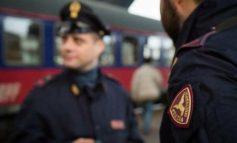 Ubriaco e senza mascherina girava in stazione disturbando i passanti: multato