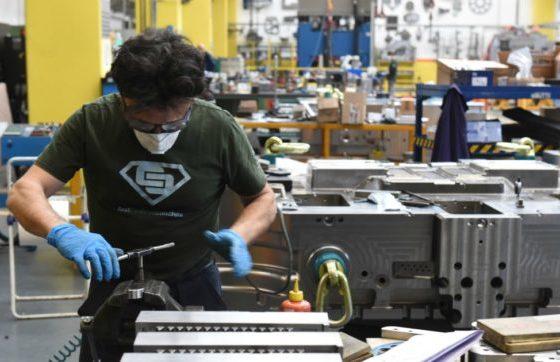 Industria: Istat; produzione febbraio +0,2% mese, -0,6% anno