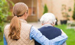 """Varato un fondo per i """"caregiver"""", le persone che si prendono cura di anziani e fragili"""