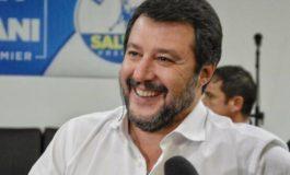 Matteo Salvini abbraccia il gioielliere di Grinzane che ha ucciso due rapinatori e ferito il terzo