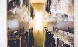 I clienti non potranno ritirare gli abiti pronti perché il giudice ha messo i sigilli alla lavanderia