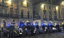 La gente non ne può più: basta quarantene e basta mascherine, a Vercelli contestate violentemente le forze dell'ordine