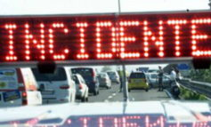 Scontro tra un'auto e un mezzo pesante sulla A21: un ferito, code verso Piacenza