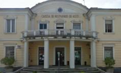 Ladri improvvisati falliscono il colpo alla Cassa di Risparmio di Asti; rapinatore con mascherina anticovid si fa consegnare l'incasso della giornata al supermercato