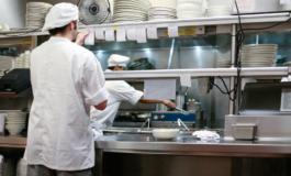 I ristoranti riaprono ma non trovano manodopera, la pandemia ha portato cuochi e camerieri verso altri lidi