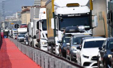 L'autostrada chiude e i tir per andare a Genova devono passare in collina
