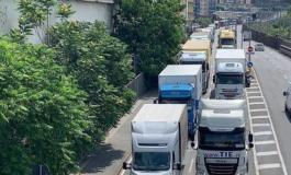 Invasione di auto e tir: gli abitanti delle Valli Stura e Orba non ne possono più e scrivono al Prefetto di Genova
