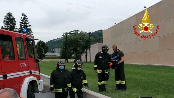 Due lavoratori cadono in una cisterna satura di gas e muoiono soffocati