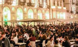 Da Vercelli a Biella i vandali spaccano tutto per festeggiare la fine del coprifuoco: sarà meglio rimetterlo