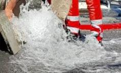 Si rompe una tubazione dell'acquedotto: lago davanti all'ospedale