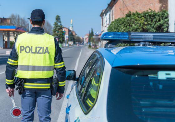 Straniero non riesce a prendere la patente in Italia ma gira con quella falsa