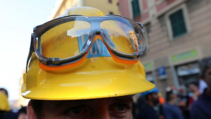 Terremoto nella Uilm di Genova: esautorato il segretario Ceraudo, gli iscritti restituiscono la tessera