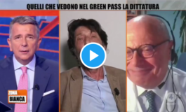Covid: mentre parla Massimo Cacciari, Massimo Galli se la ride (video)