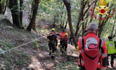 Anziano cade in un dirupo, salvato dai vigili del fuoco