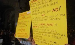 """Manifestazione dei """"No Paura Day"""" sotto il Comune di Alessandria"""