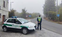 Controlli della Polizia Municipale al ponte di ferro di Valenza sull'ex strada statale 494