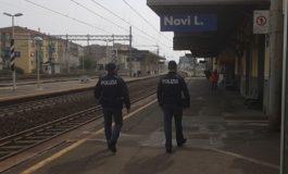 Per aver perso il lavoro tenta di farla finita sdraiandosi sui binari della stazione di Novi: salvata dagli agenti della Polfer